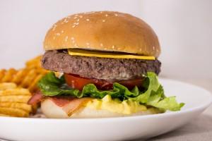 Signature Burgers 招牌漢堡_Bus Burger 招牌和牛_3_(LOW RES).....